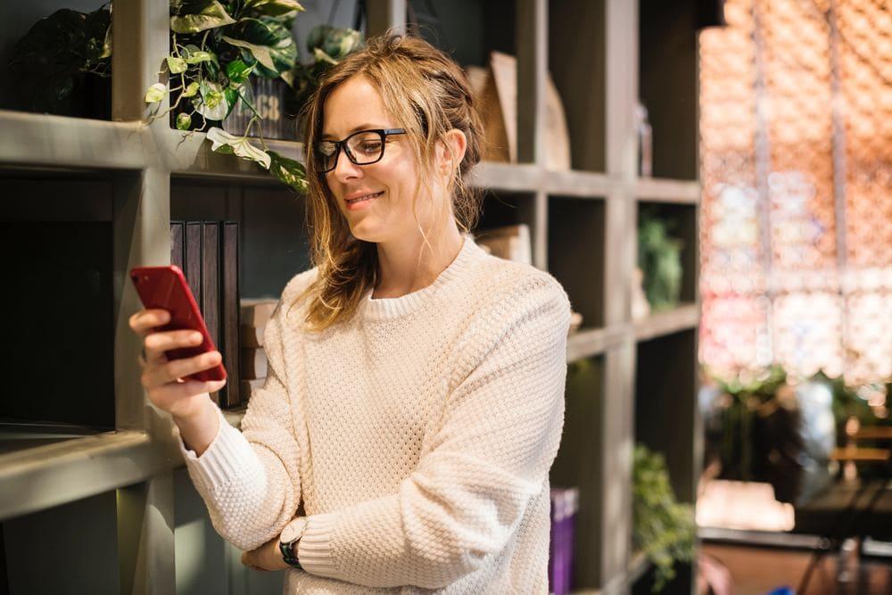 Fernbeziehung Nähe Distanz Psychologie Kontakt Telefonieren Skype Beratung PSY-ON Bild