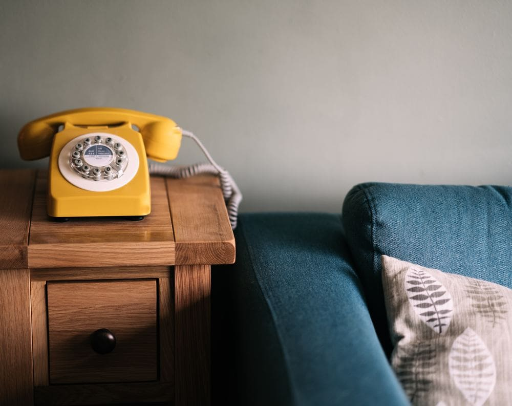 Telefonieren Fernbeziehung Kontakt Psychologie Beratung Nähe Distanz PSY-ON Skype Bild